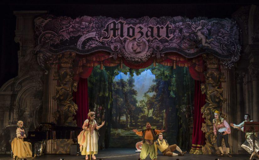 Más de 2.000 estudiantes visitan Les Arts para las funciones didácticas de 'Bastià i Bastiana', de Mozart