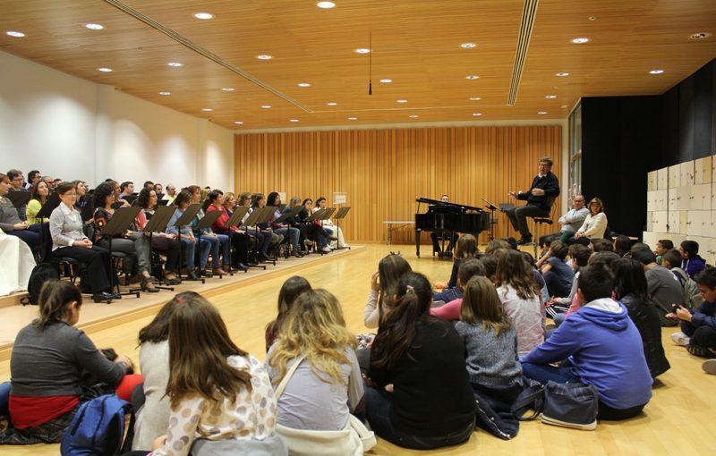 Estudiants de Primària descobreixen a les Arts el treball del Cor de la Generalitat en 'Tots a Cor'